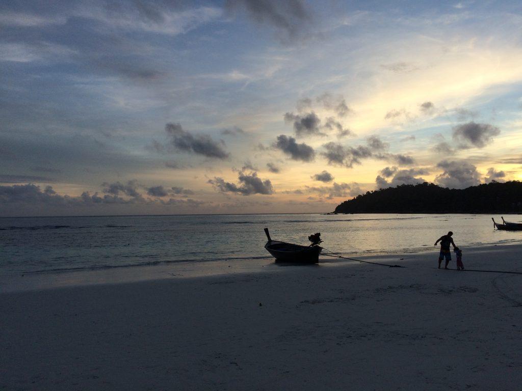 パタヤビーチの夕暮れ