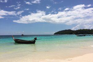 晴れた日のリペ島の海(パタヤビーチ)