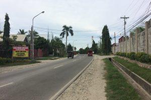 ハグナヤ港へ向かう道