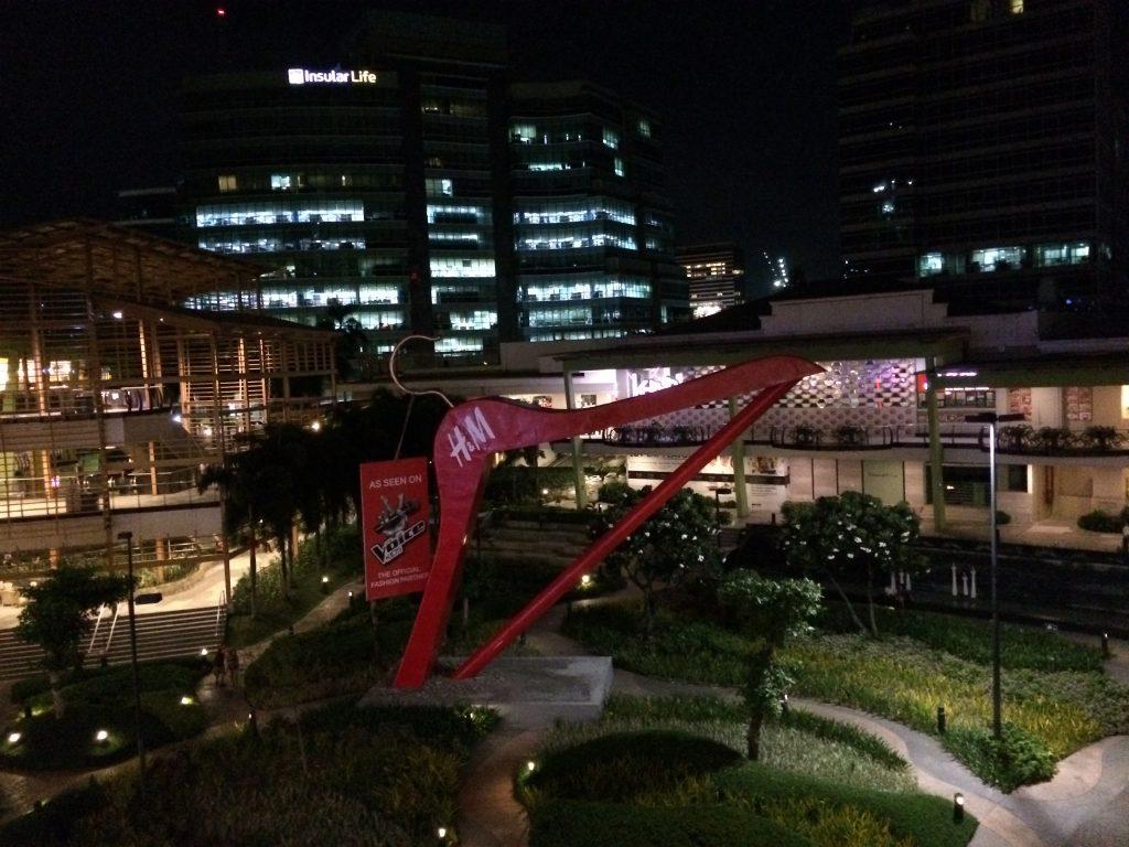 夜のアヤラセンター