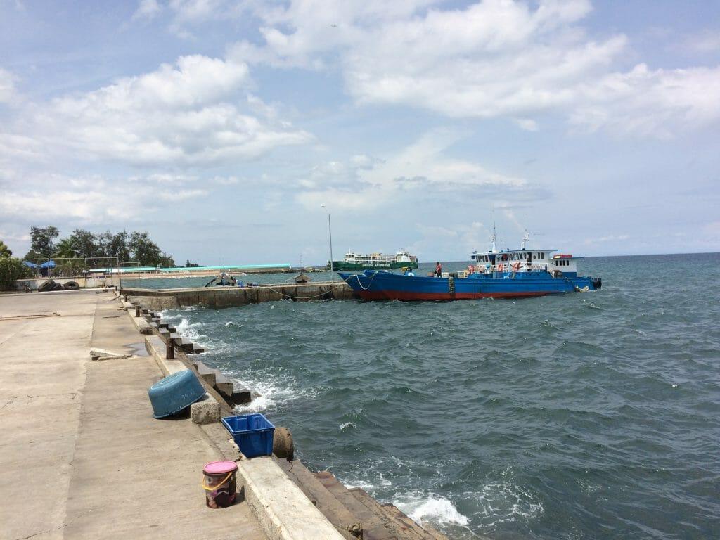 ハグナヤ港までの道中にある漁港
