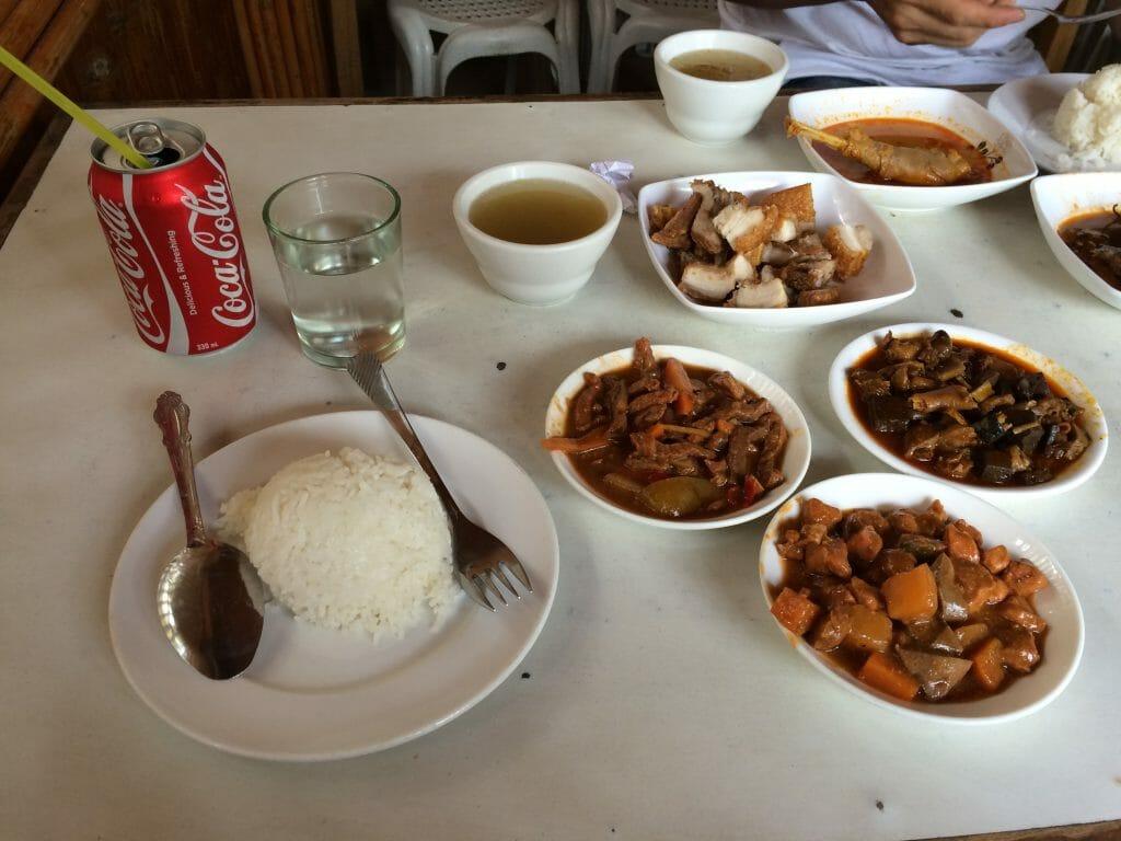 地元のフィリピン料理