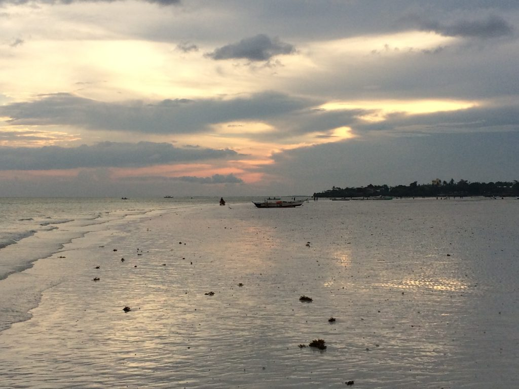 引き潮時のシュガービーチ