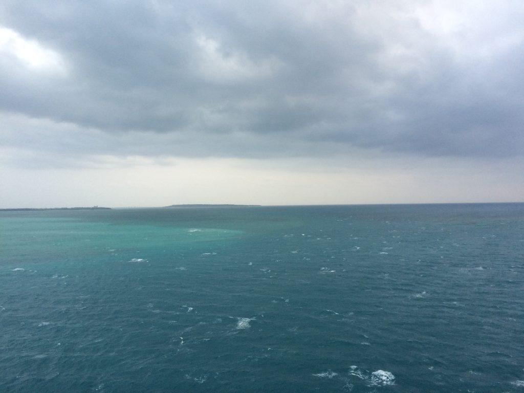 伊良部大橋から望む海