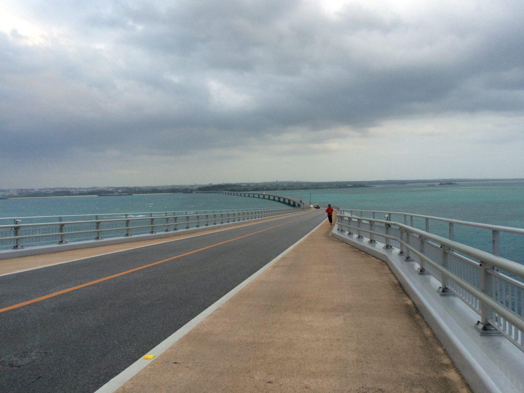 伊良部大橋から見る宮古島