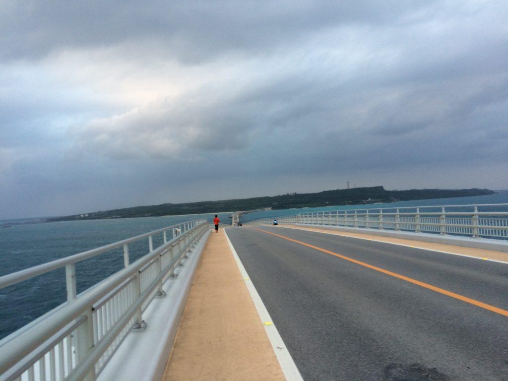 伊良部大橋から見る伊良部島