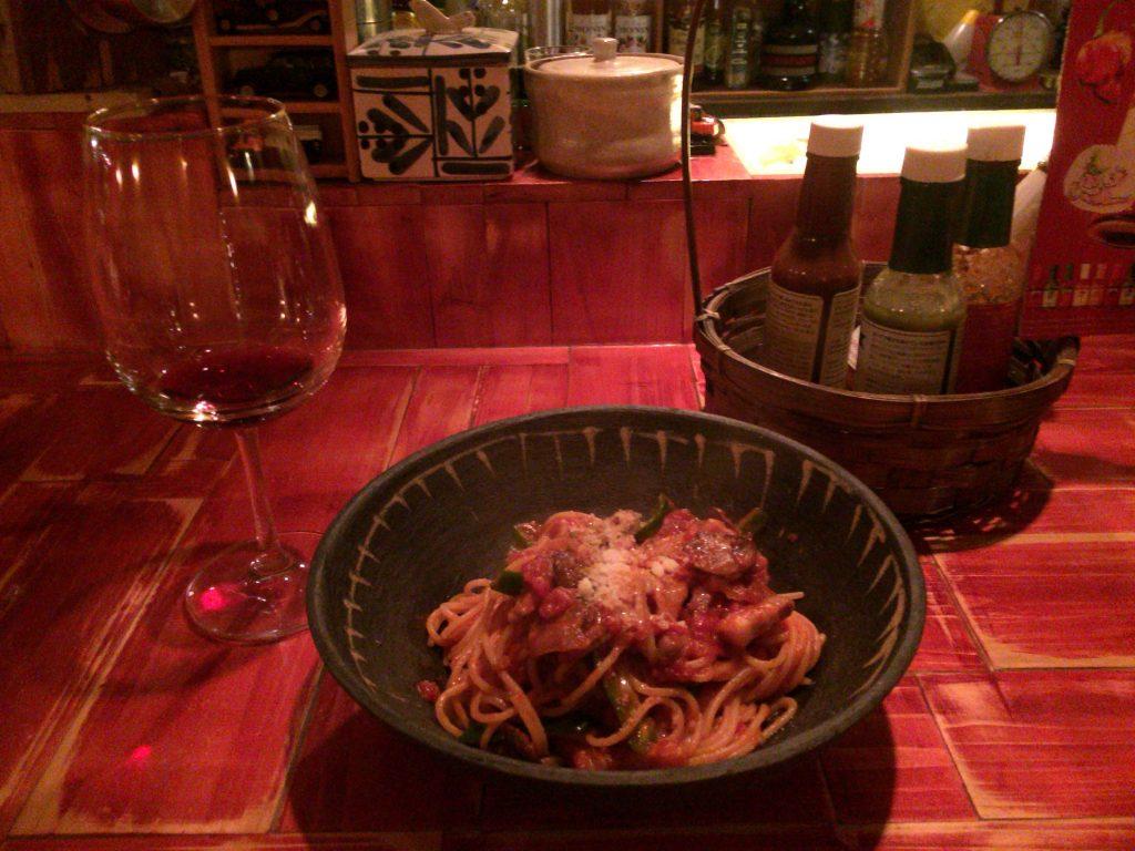 「夜のナポリタン」と赤ワイン