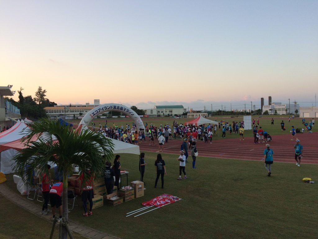 宮古島マラソンの会場(宮古島市陸上競技場)