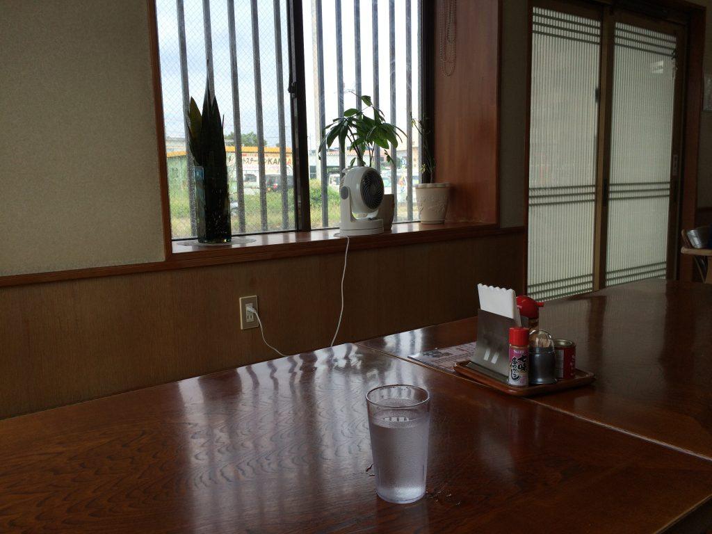 「大和食堂」の座敷席