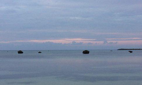夕暮れ時の佐和田の浜