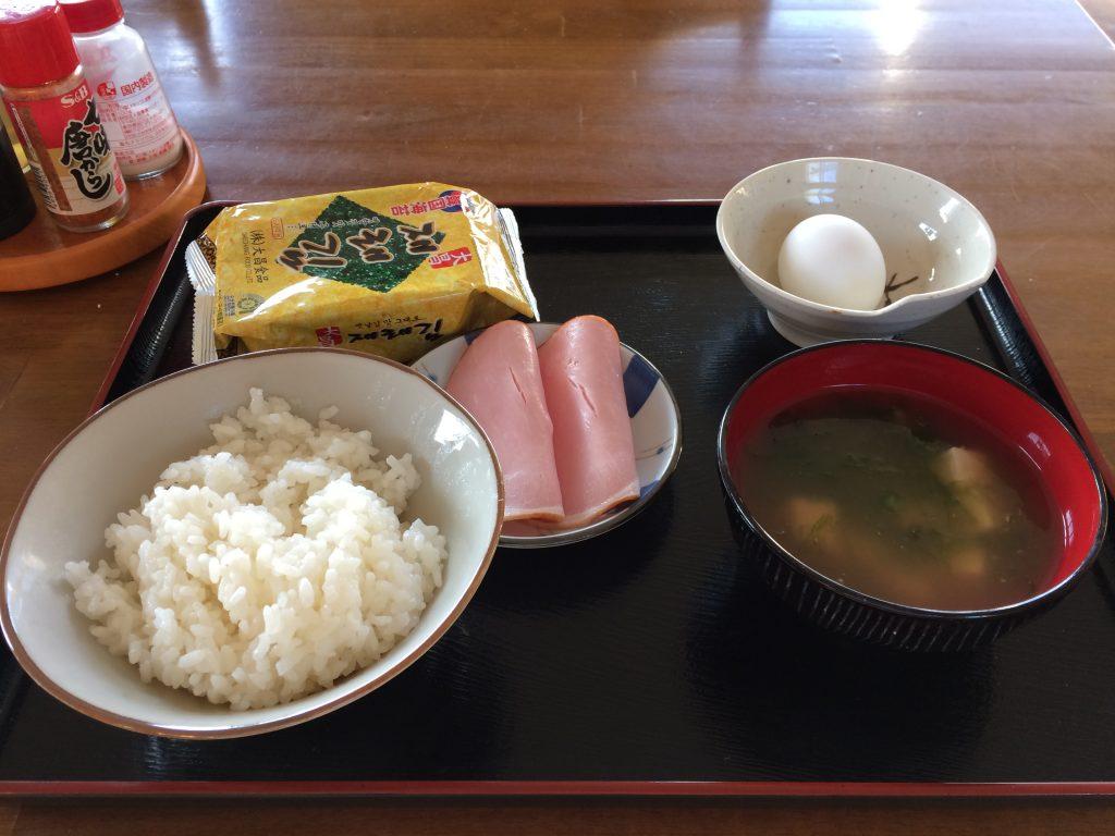 大神島での朝食