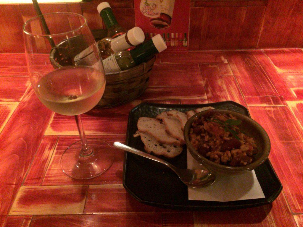 チリビーンズと白ワイン