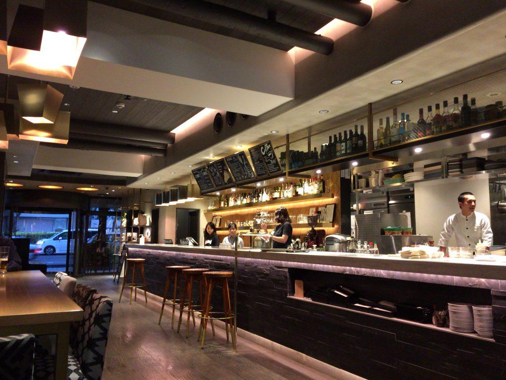 「エスティネートホテル」ロビー&レストラン