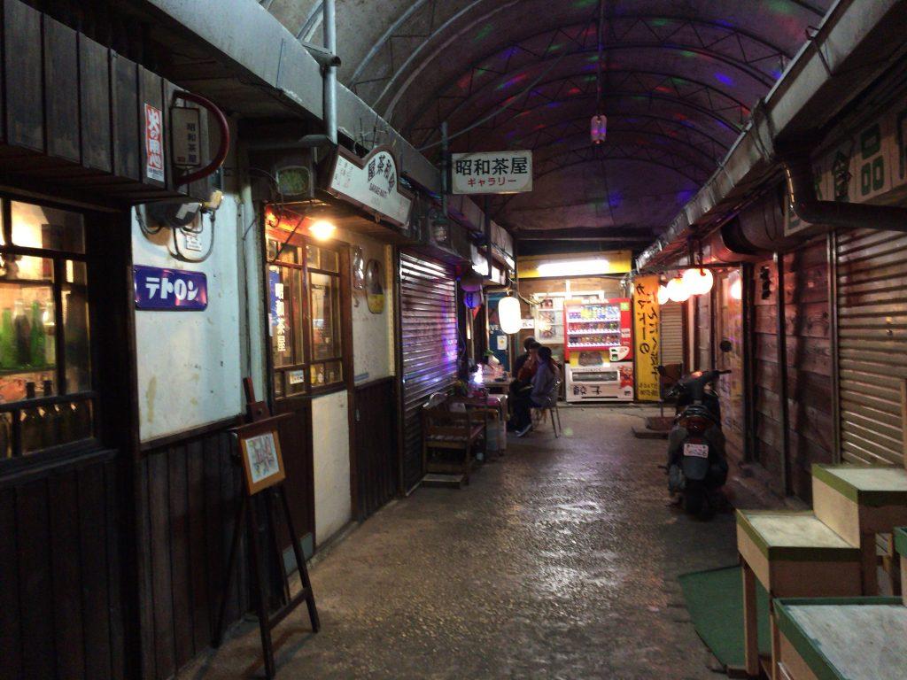 夜の栄町市場