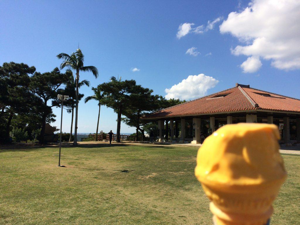 ブルーシールアイスクリームのマンゴーソフトクリーム