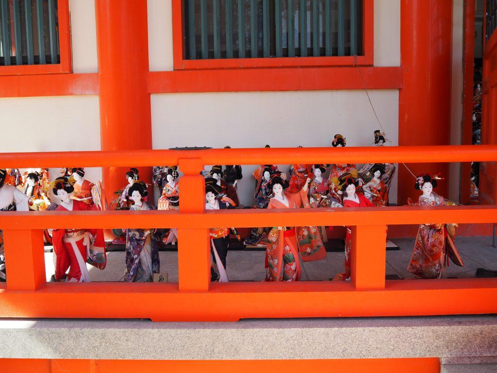淡嶋神社本殿の人形