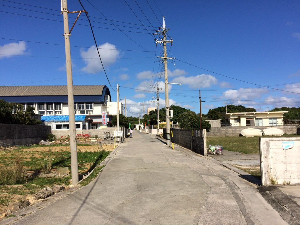 久高島の素朴な集落を歩く