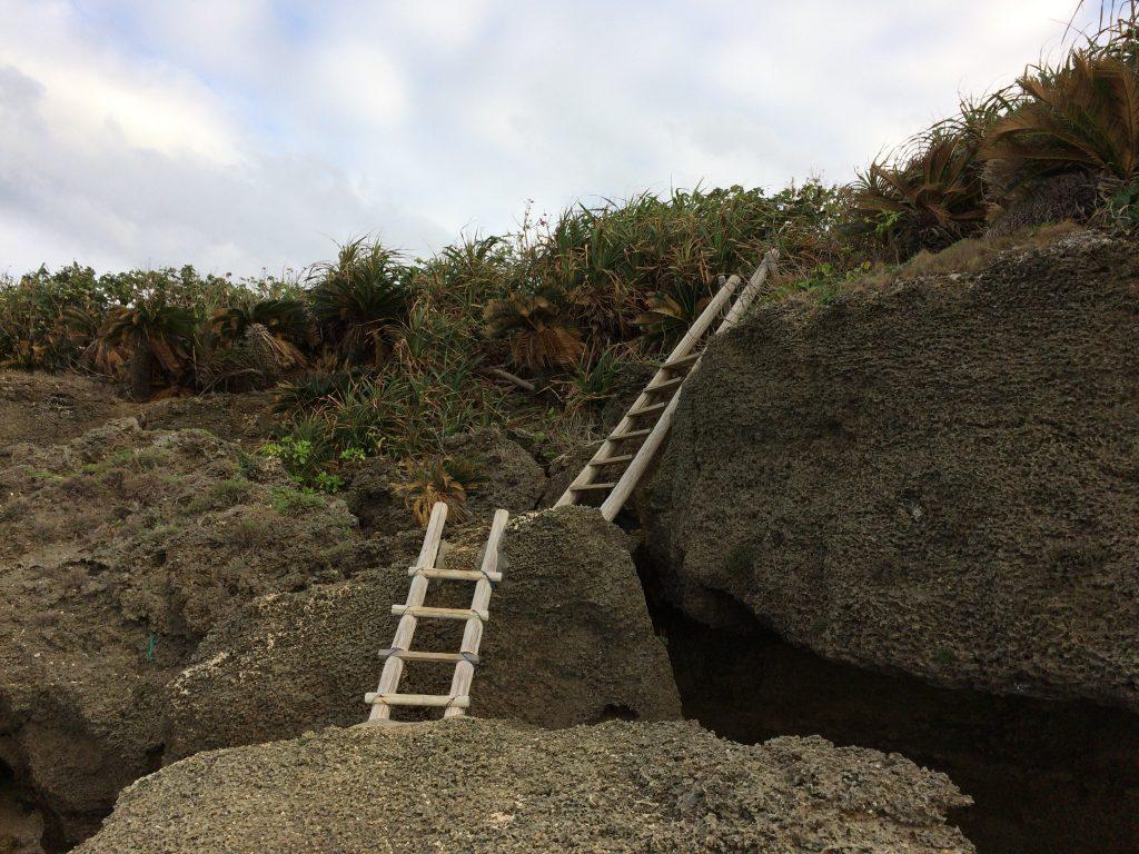 ウディ浜への階段