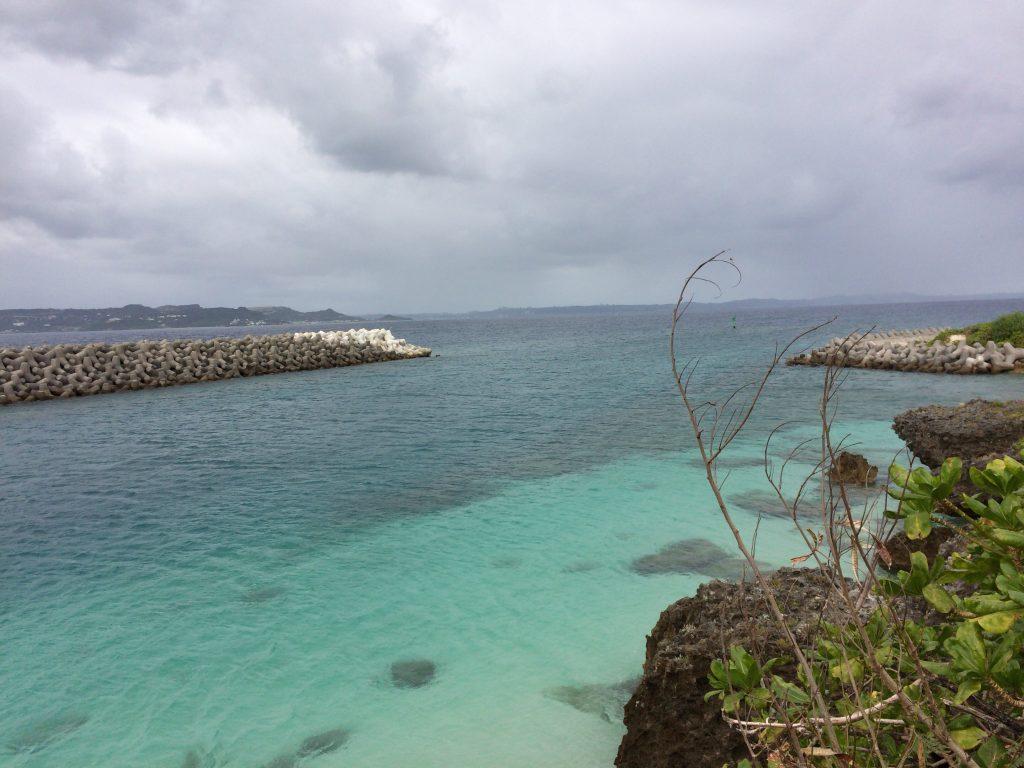 徳仁港(とくじんこう)の海