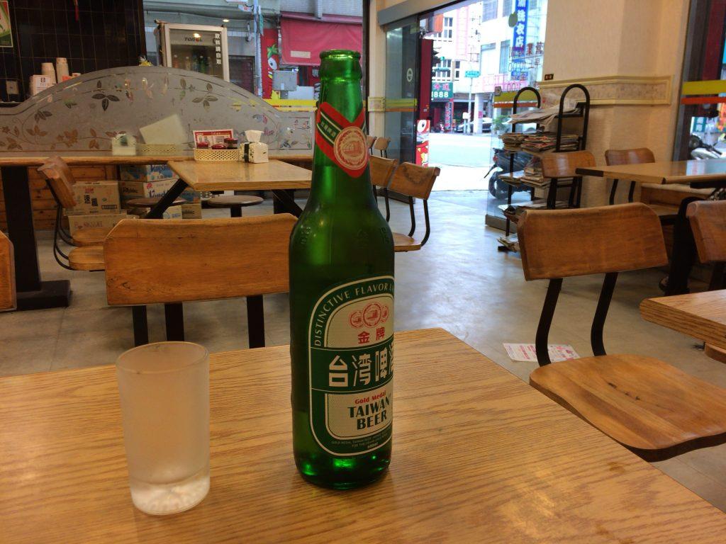 台湾啤酒(70元)。台湾の定番ビールである