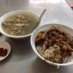 鴨肉飯(ヤーローファン)にスープ