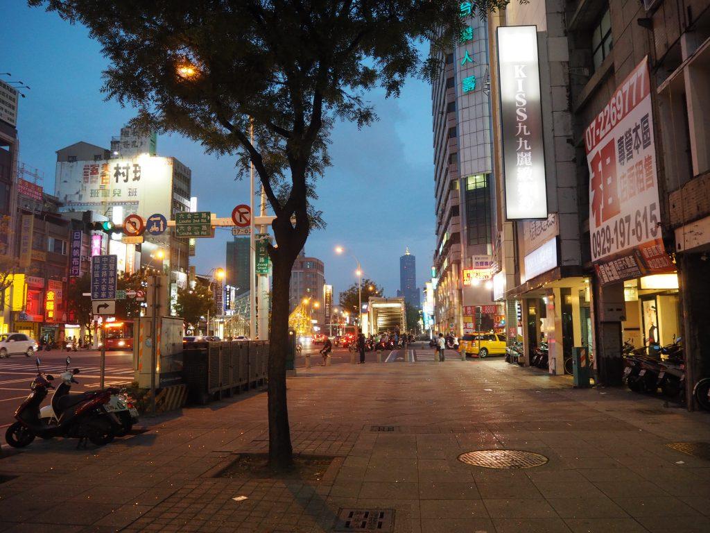 中山一路を歩いて美麗島駅へ