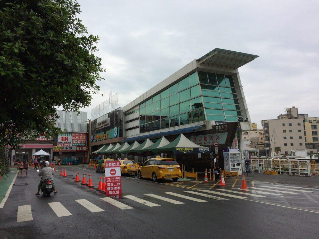 旗津半島行きのフェリーターミナル(鼓山輪渡站)
