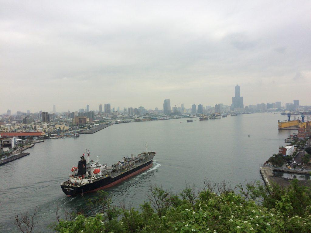 旗後灯台から望む高雄港の絶景