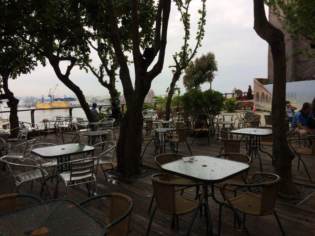 英国領事館にあるカフェ。英語と日本語のメニューもある