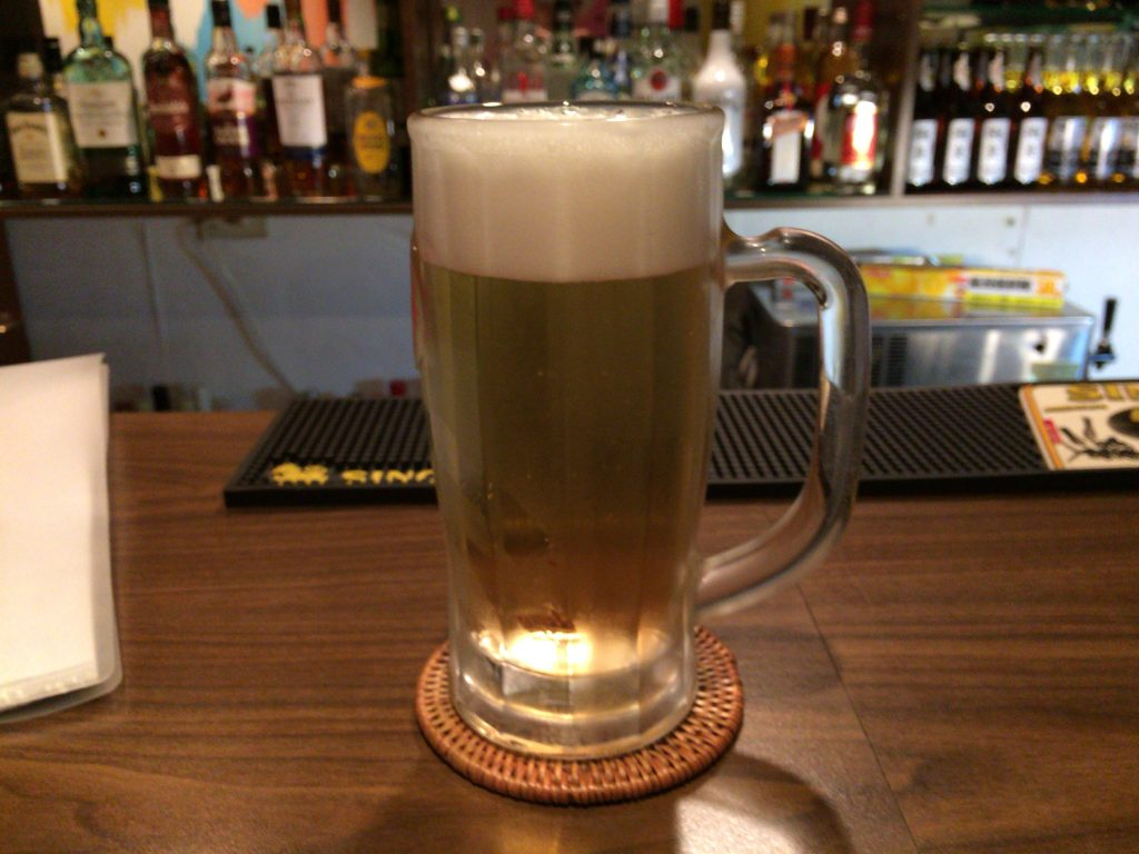 ビールはジョッキで提供される