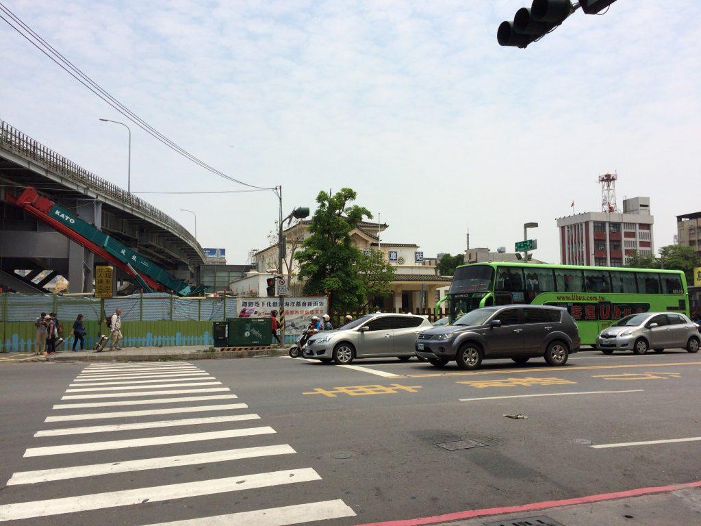 チケット売り場は旧高雄駅の向かい側だ