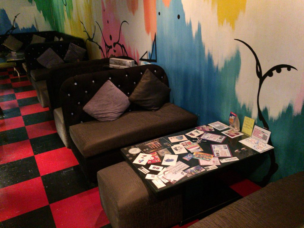 「台日交流Cafe&Bar KiseKi」の店内