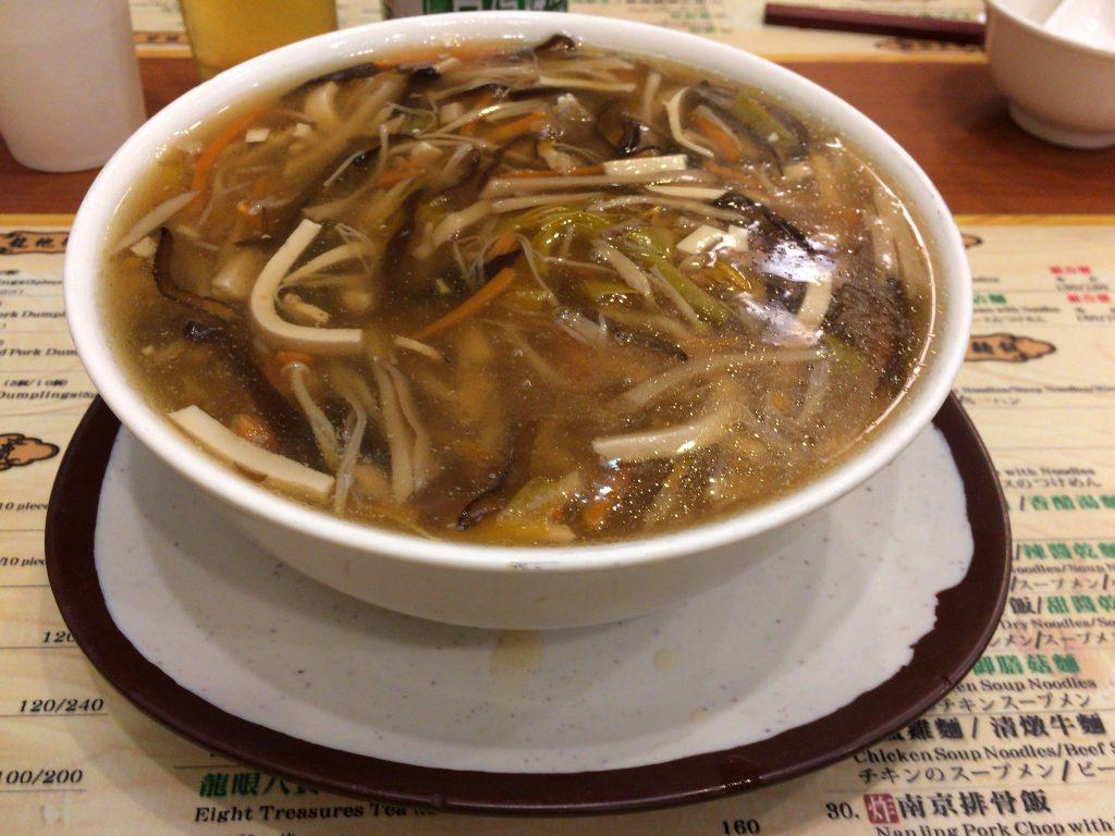 酸辣湯麺(小)。サイズは小と大を選べる
