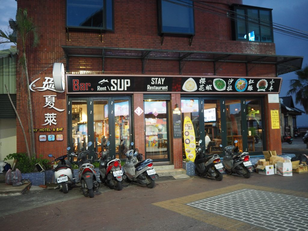 「STAY Restaurant」外観。民生路沿いにある