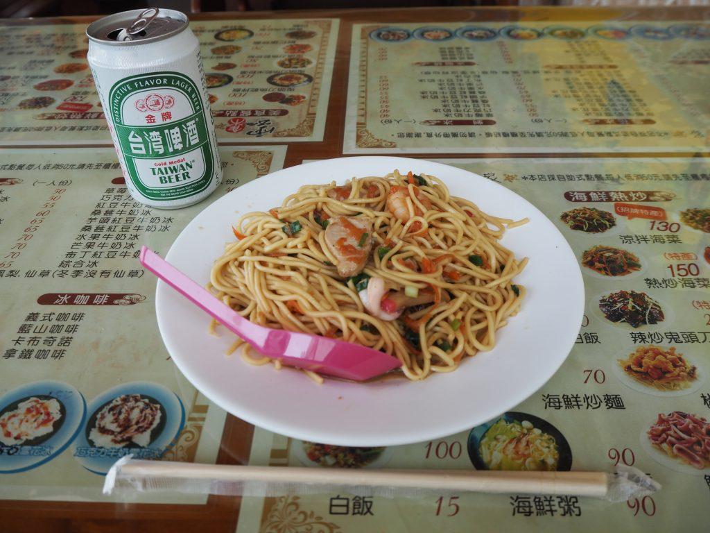 海鮮炒麺(70元)。海鮮焼きそばである