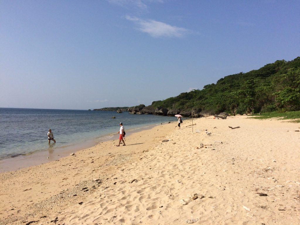 貝殻でできた白い砂浜が綺麗な蛤板灣