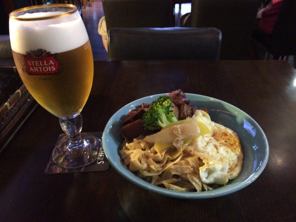 琉球丼とステラ(ベルギービール)