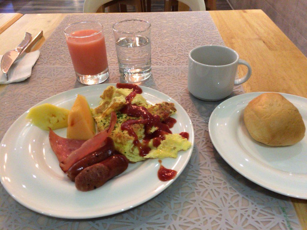 「ホライゾンイン」での朝食