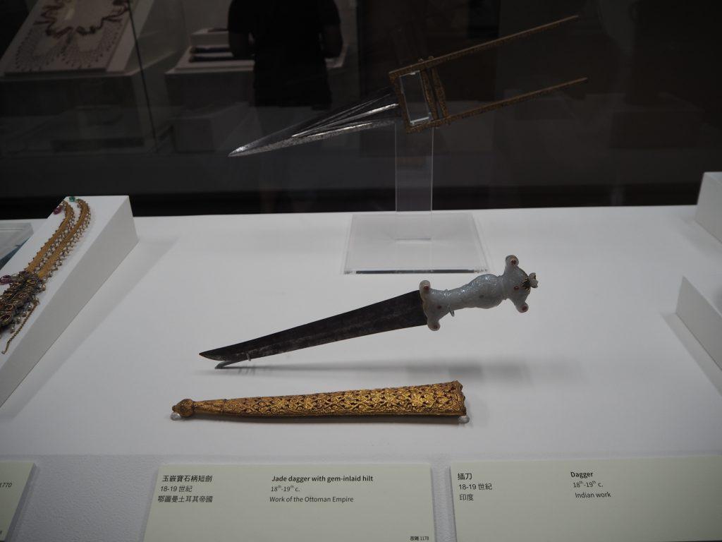 国立故宮博物院の展示物。中国語に加えて英語表記がある
