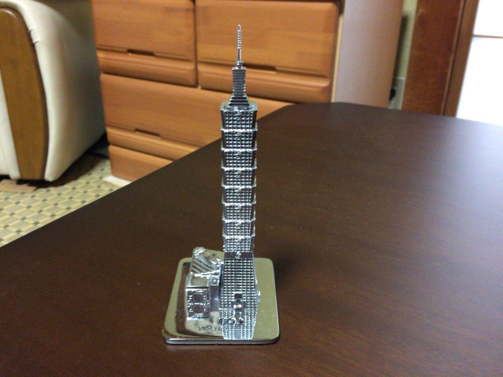 台北101のメタル模型。1,550元となかなかの値段である