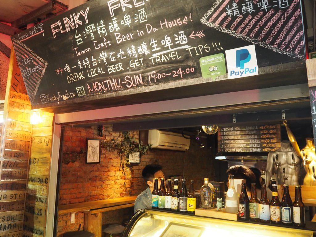 士林夜市にあるバー「Funky Fresh」