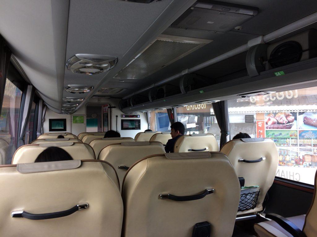 グリーンバス(VIP)の車内
