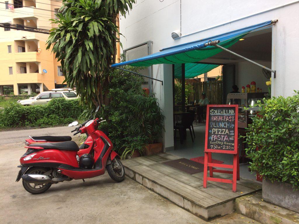 ホテル隣にあるホームメイドレストラン「Sole & Luna 2」