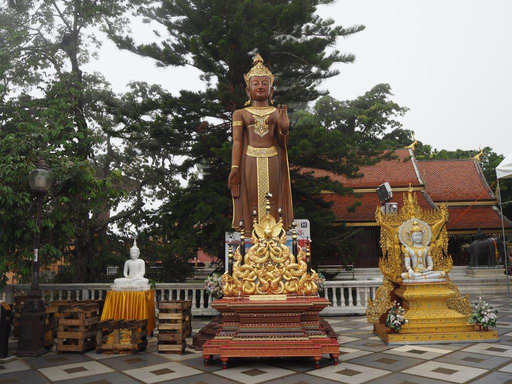寺院には様々な仏像がある