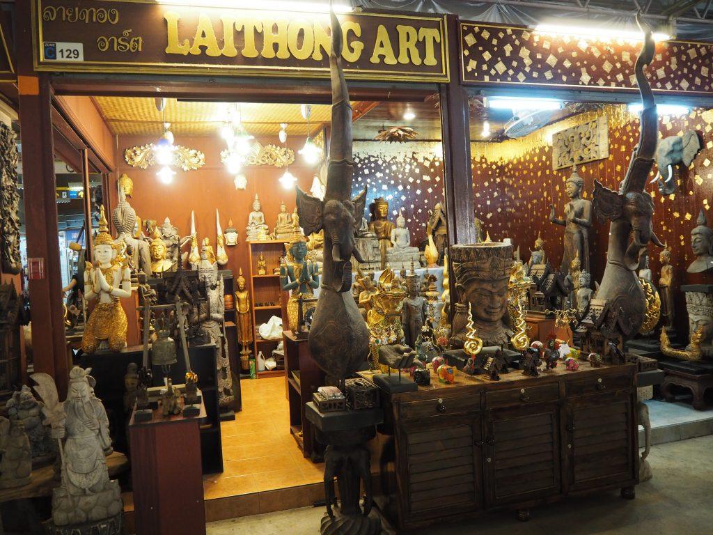 彫刻を販売するお店