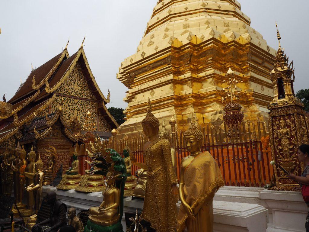 回廊の仏像