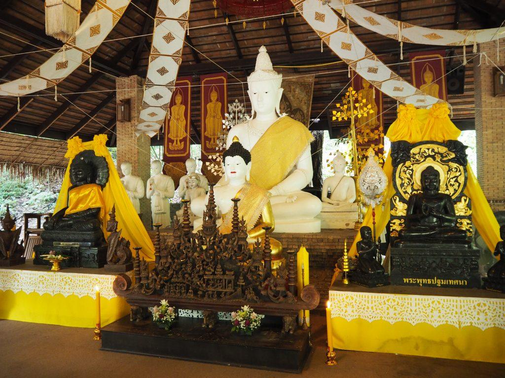 「ワット・サキターカー」の仏像