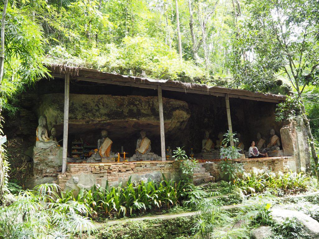 自然の中瞑想をする人も多い