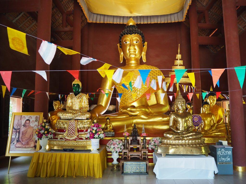 「ワット・プラタート・プーカオ」の仏像