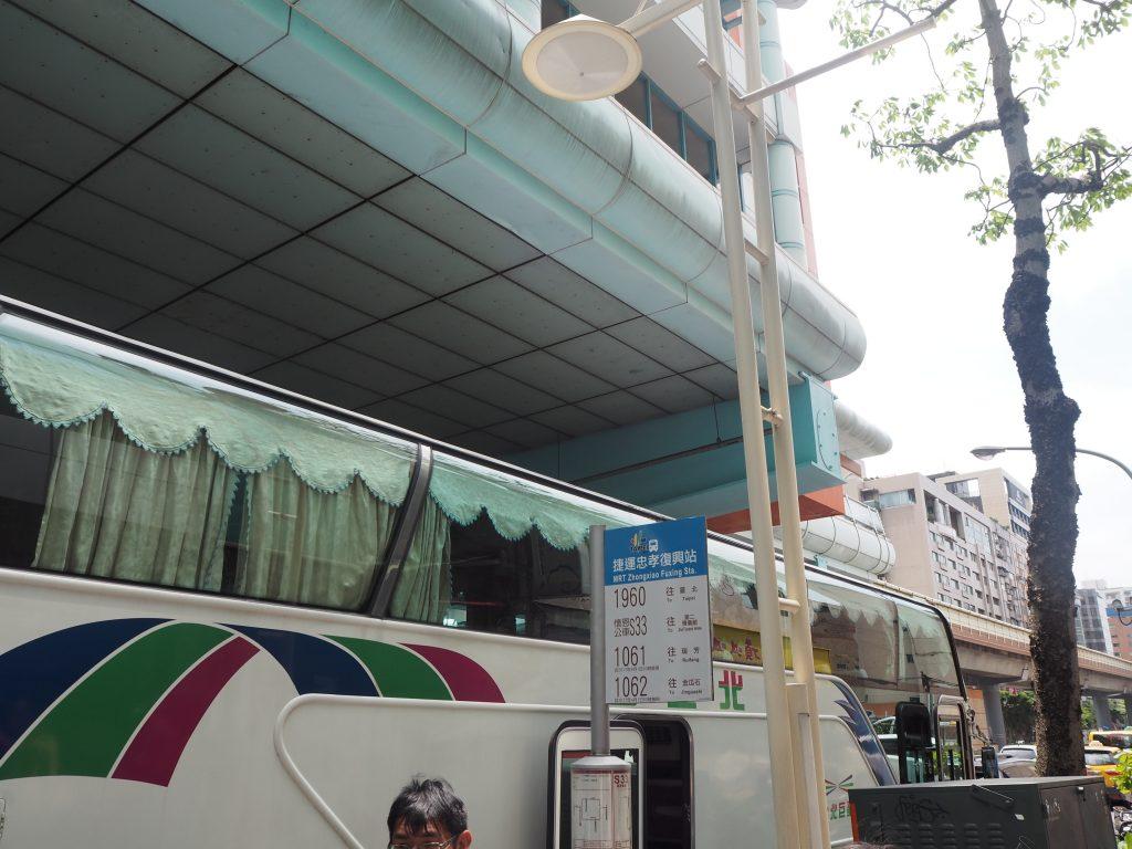 SOGO横のバス停